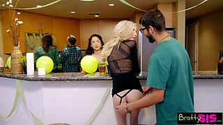 lucky brothers first threeway with slutty step sisters s4:e8