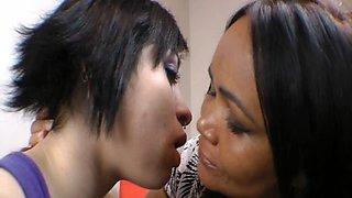 mature vs teen kissing
