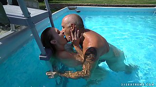 Svelte bitch Lulu Love gets her wet pussy licked right in the pool