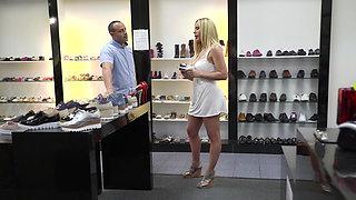 Sexy shoes, sexy feet
