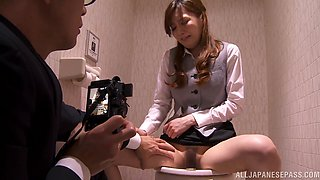 Kaede Fuyutsuk blows in the toilet and gets her pussy slammed