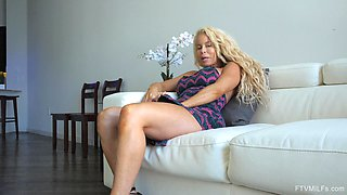 Blonde MILF Nikki masturbates until her clit is all swollen up
