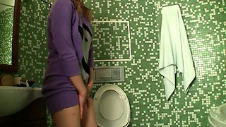 My Russian girlfriend Olesya is pissing in the toilet room