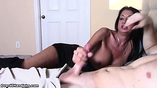 Stunning MILF Nadia Night dishes out a handjob quickie to