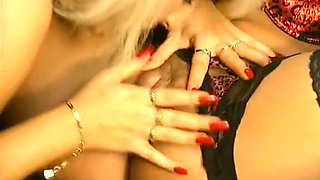 Sensational lesbian sex on the couch with blonde and brunette girls