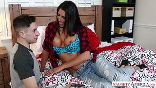 Slutty milf Makayla Cox seduces best friend of her stepson