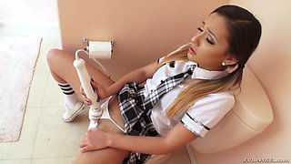 jaye summers masturbates with her vibrator, sitting on the toilet