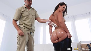 latex babe gets her ass plowed