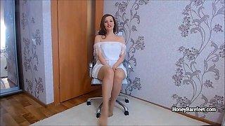 Glamour model Honey Barefeet upskirt striping