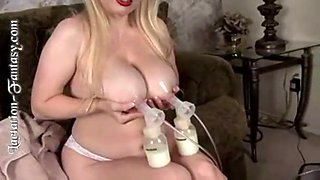 Adele anderson pumps tit milk