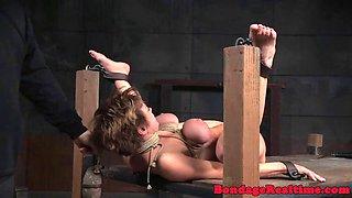 Di Uilyams bastinado punishment in the dungeon