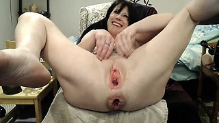 Brunette bitch toys her gaping ass
