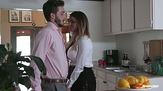 Fabulous curvaceous MILFie babe Brooklyn Chase gets poked missionary