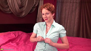 Magnificent short-haired redhead enjoys the masturbation session