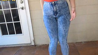girls need to pee pissing their jeans pants