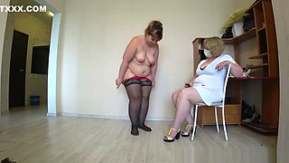 bbw at the reception of a mature nurse gets an orgasm from fisting, pov.