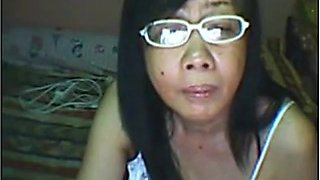 Mature Filipina granny masturbates and fucked her shaved pussy