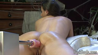 Machine beauty pussy stretched till orgasm
