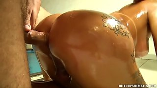 Ts oiled tanlines