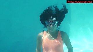 underwatershow presents micha the underwater gymnast