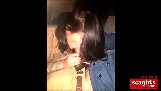 gata boqueteando no carro - bj in the car