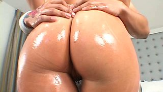 Fucking hot porn model Devon Lee oils up her boobs and big butt