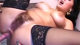 Hairy italian seduce room service to fuck her ass