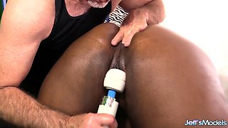 Super Service Masseur Gives Ebony BBW Olivia Leigh Orgasms