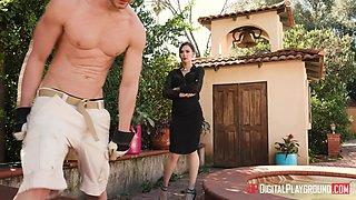 Marley Brinx seduces a garderner for a great sex session
