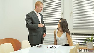 Office beauty Carolina Abril makes love with her boss