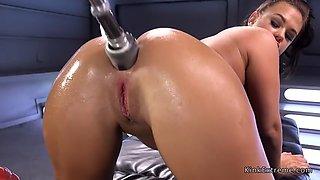 Brunette gets huge fucking machine in ass