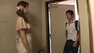 Japanese housewife masturbating before getting throbbed