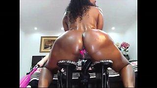 Webcam masturbation very hot ebony shaking her big booty