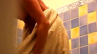 Amateur brunette exposes her lovely body in the shower
