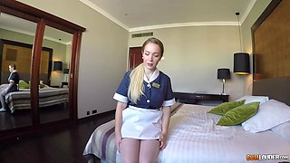 Smashing Bubble ass room service hottie Paola Guerra doggystyle