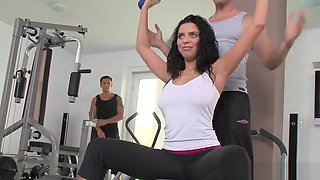 Busty Beauty Doublepenetrated At The Gym