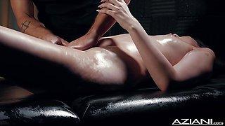 Sexy Miranda Miller enjoys oil massage