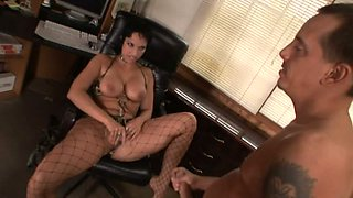 Hot tempered brunette babe Nicki Hunter gives face sitting