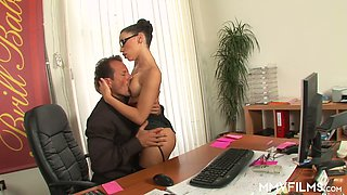 Secretary in glasses Valentina gets intimate with her angry boss right in the office