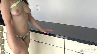 Thrilling brunette babe likes to tease in bikini