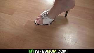 Blonde mature mommy pleases her soninlaw