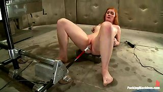 fucking machine pleasing redhead lizzy rose's pink pussy