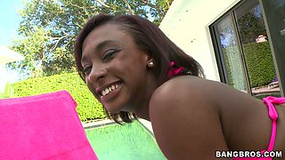 Ebony chick Amy Shores wags her juicy big ass