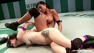 History In The Making Ultimate Blow-Out Beretta Vs Wrestling Virgin - Publicdisgrace