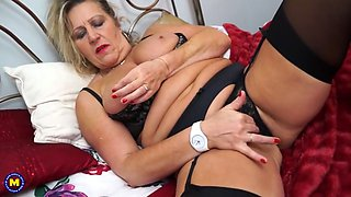 british mother misty with hungry clit and pussy