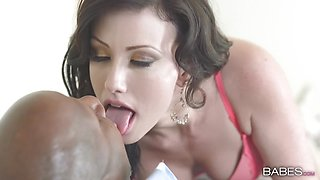Sexy Jennifer White takes a BBC and spunked on her pretty face