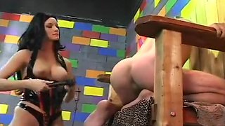 Dominatrix Leah Wilde Punishes Her Slave