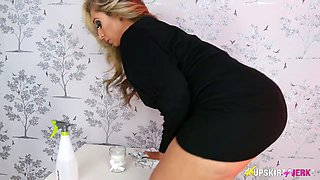 Captivating milf Kellie O Brian shows off her sexy pussy upskirt