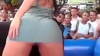 Big booty woman riding mechanic bull in bikini