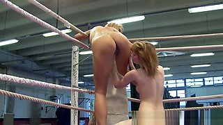 Wrestling Dyke Orally Pleased In Boxing Ring